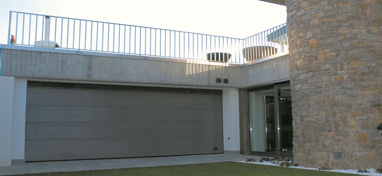 Portone sezionale garage Como modello Kentucky