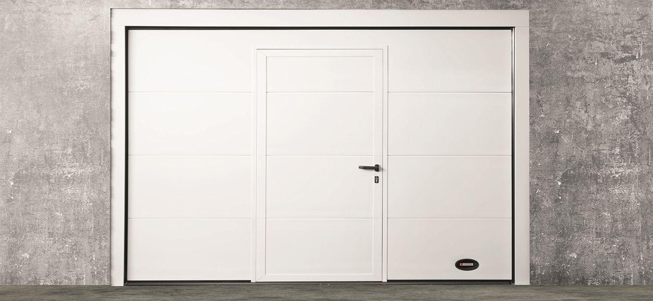 Portone sezionale garage Como con porta pedonale